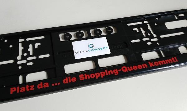 Kennzeichenhalter beschriftet platz da die shopping queen kommt